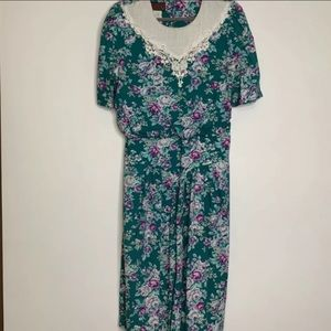 Lisa ll Vintage dress floral modest grunge 90's